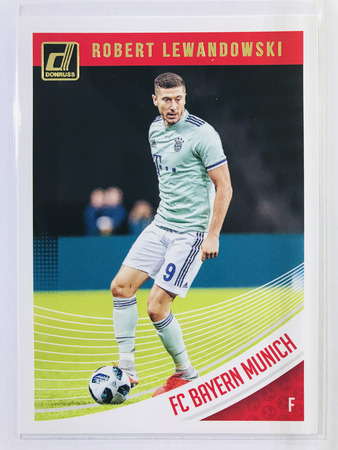 Robert Lewandowski - FC Bayern Munich Panini Donruss Soccer 2018-19 #17 Base Card